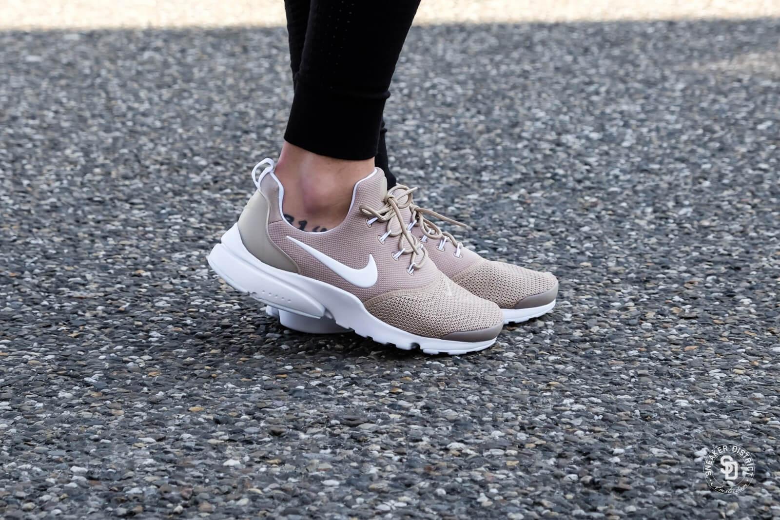 Nike Women's Presto Fly Sand/White