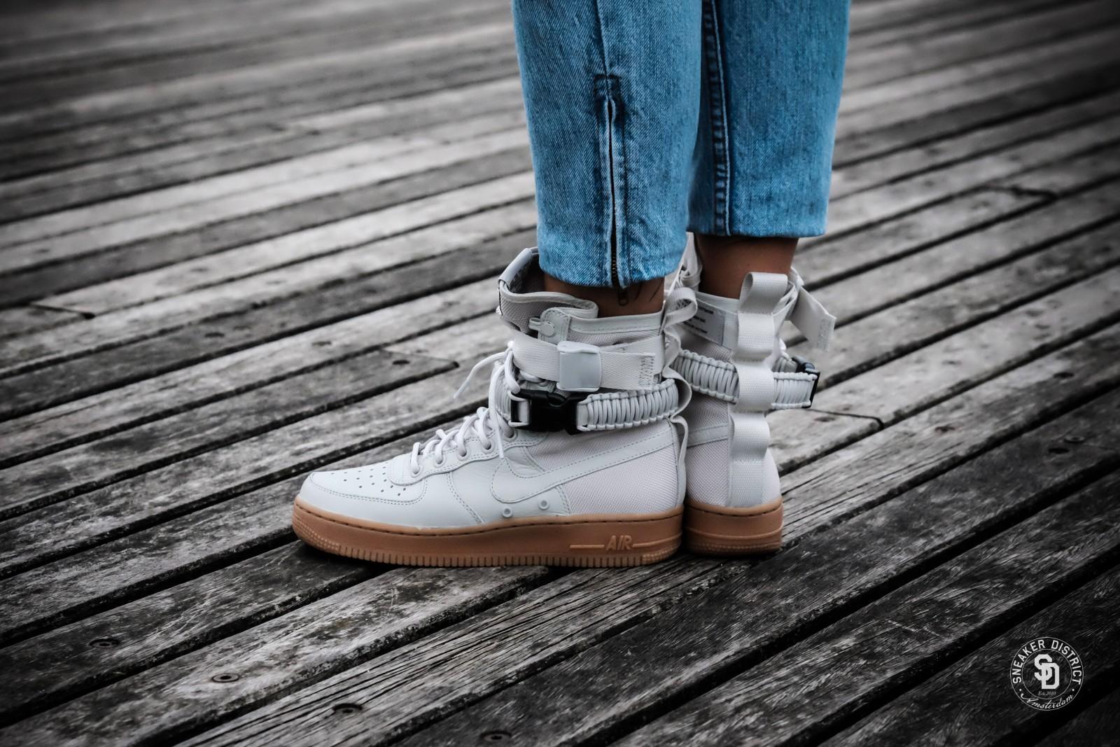 nuevos productos para lo último disfruta el precio más bajo Nike Women's SF Air Force 1 Light Bone/Gum sneakers | Gratis ...