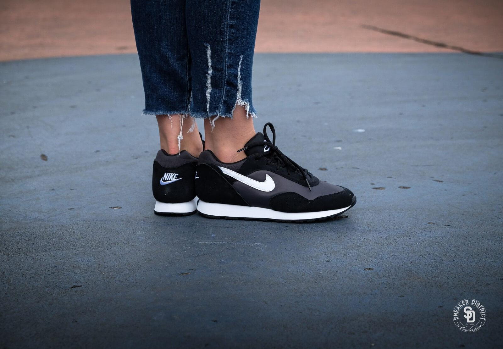Nike Women's Outburst Black/White