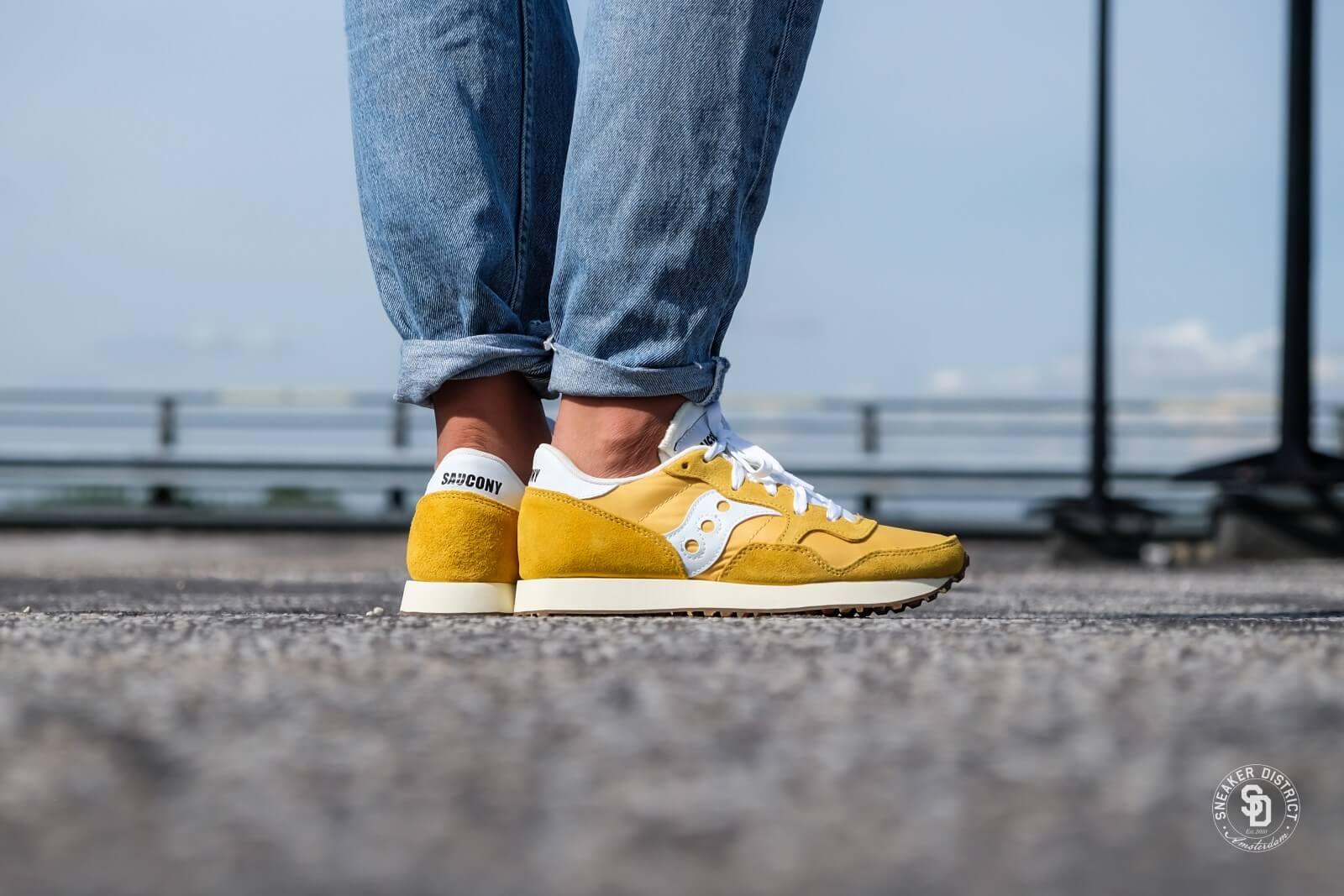 DXN Trainer Vintage Yellow/White