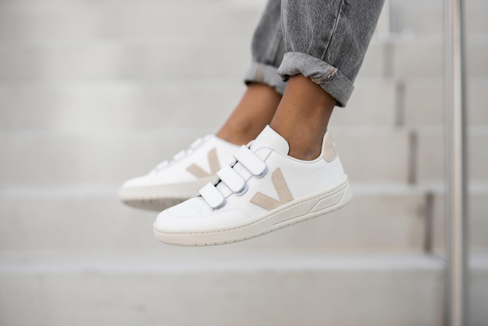Veja Women's V-Lock Leather Extra White