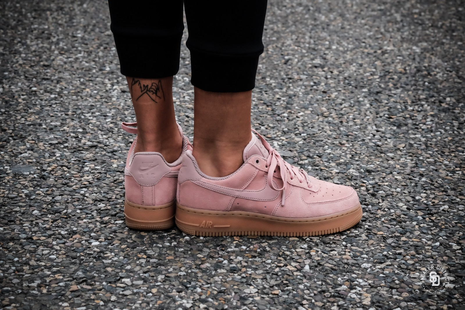 SE Particle Pink/Gum sneakers
