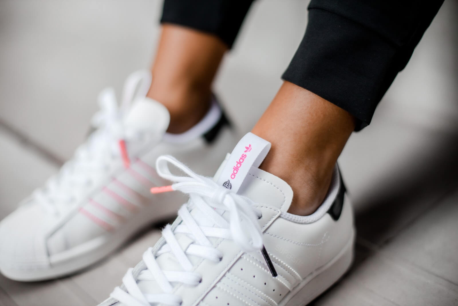 Emigrar Nominal Won  Adidas Superstar Shanghai Footwear White/Core Black-Shock Pink - FW2818