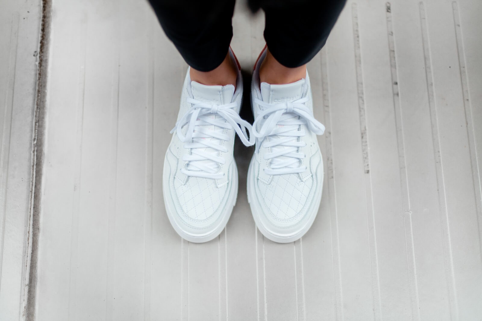 Característica Resistencia pakistaní  Adidas Women's Supercourt Footwear White/Glow Pink - EF5925