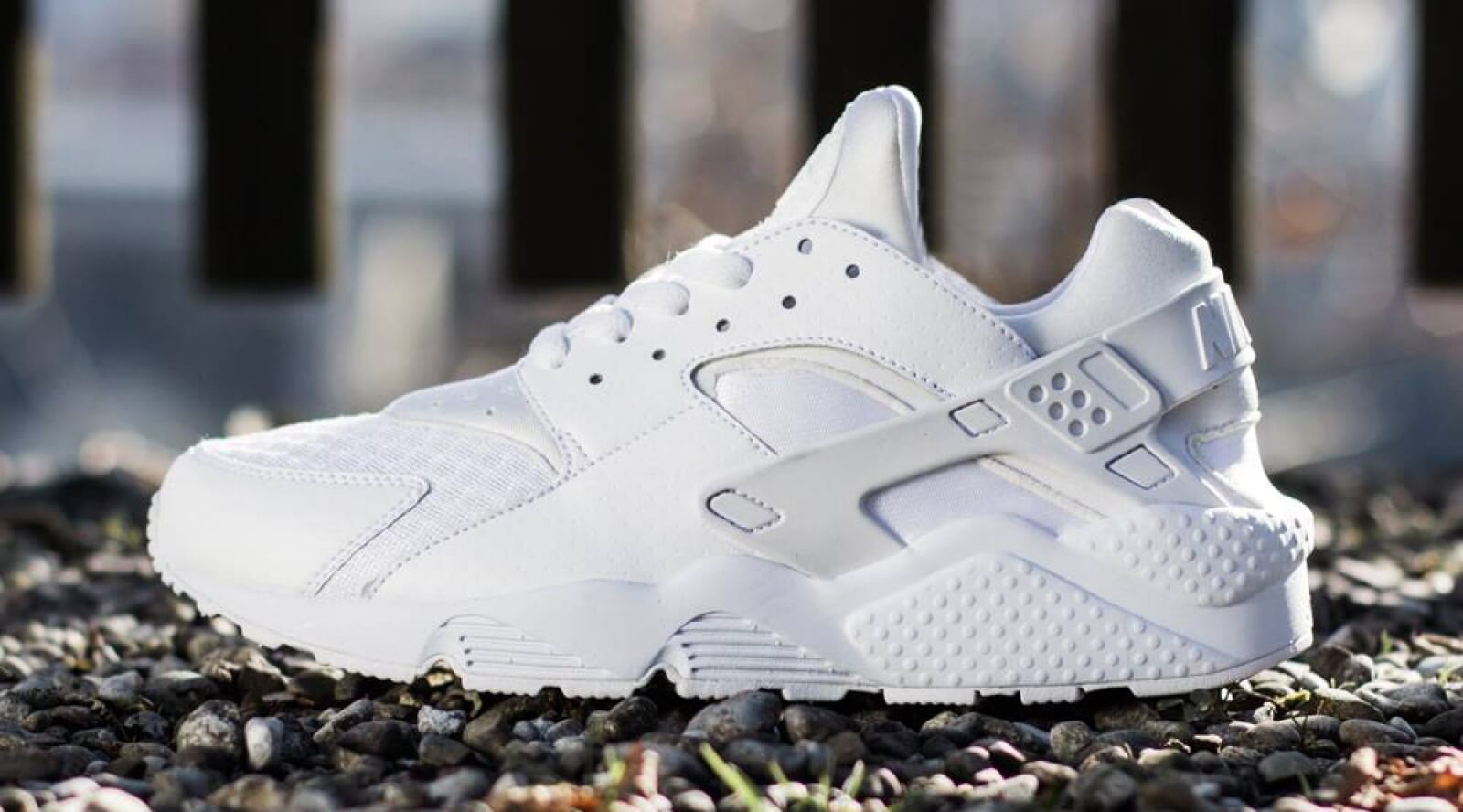 air huarache triple white