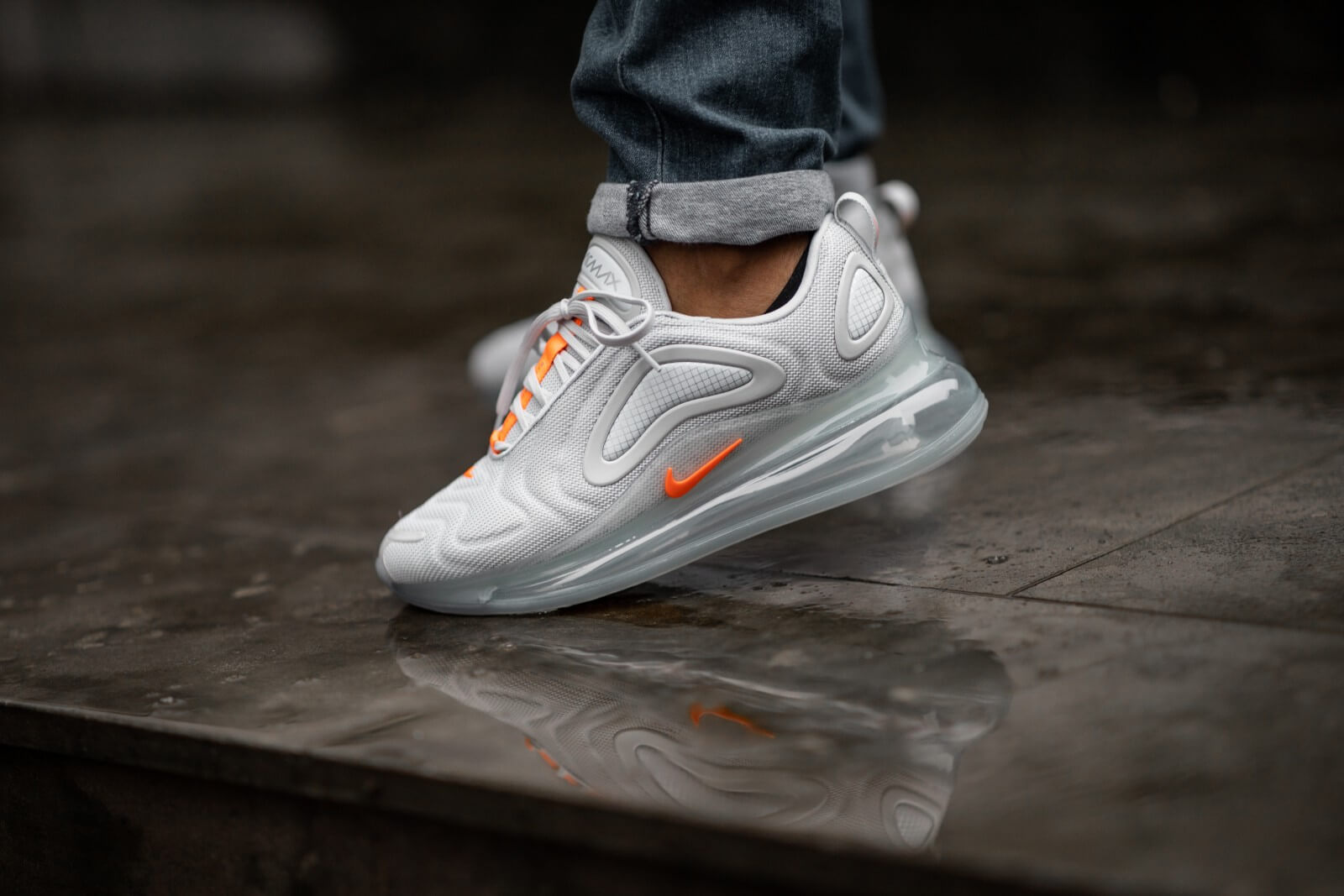 Nike Air Max 720 Pure PlatinumHyper Crimson CV1633 001