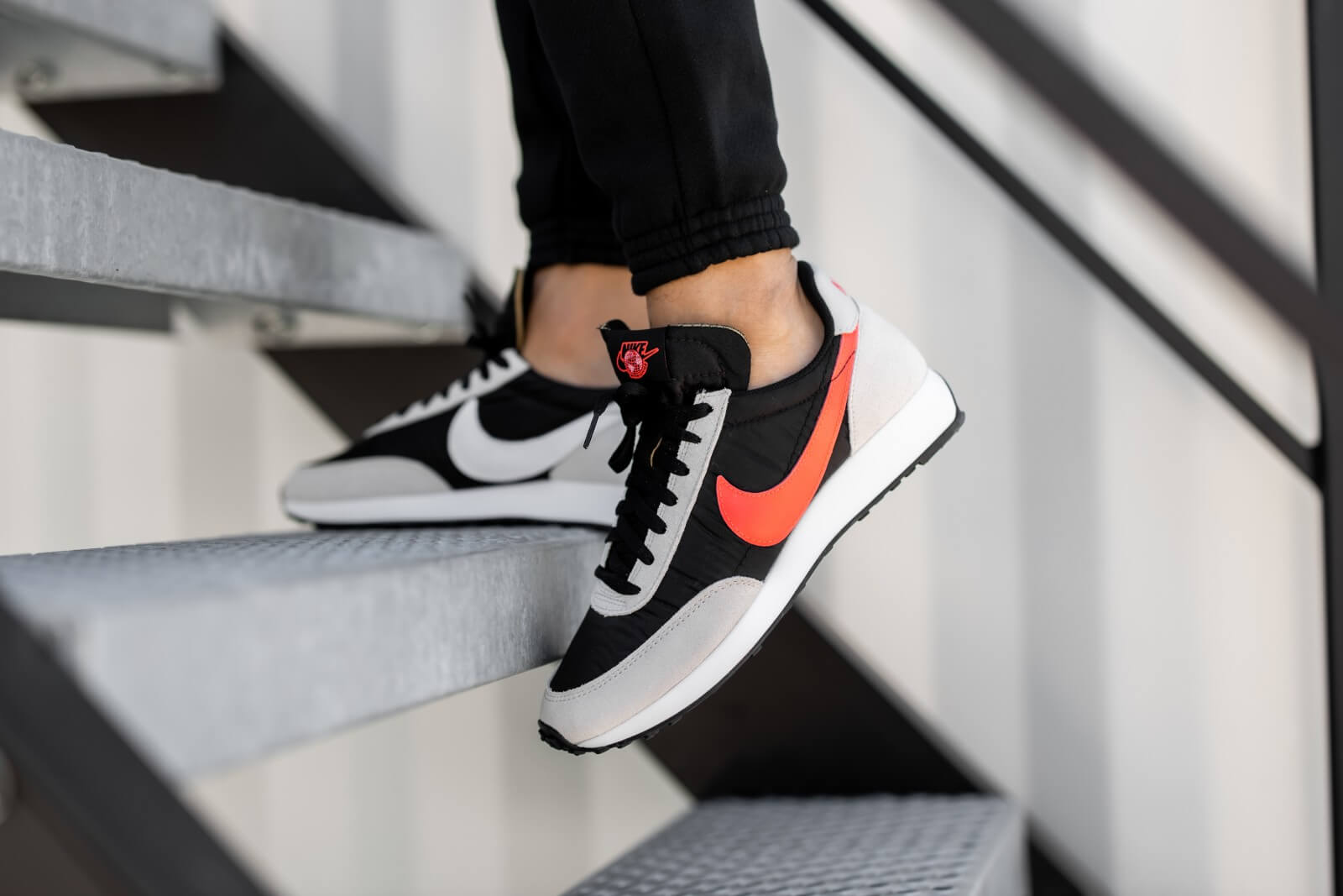 Nike Air Tailwind 79 SE Worldwide Pack Black/Flash Crimson-Light Bone