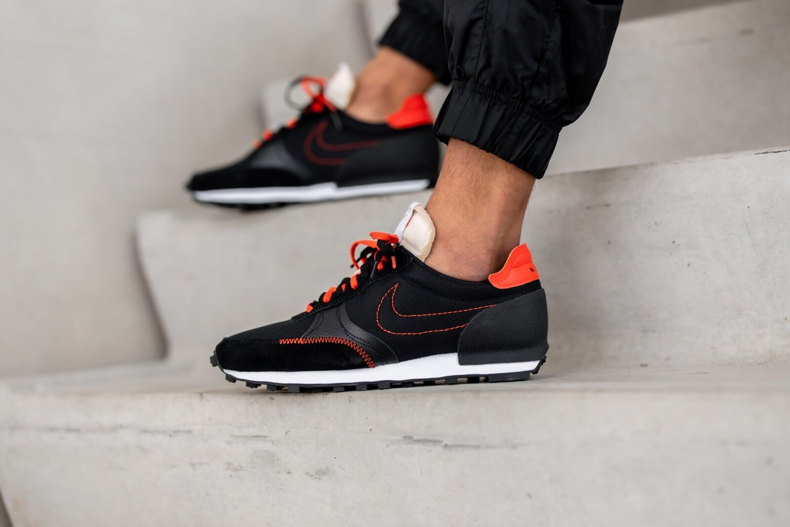 Nike Daybreak Type Black/Team Orange