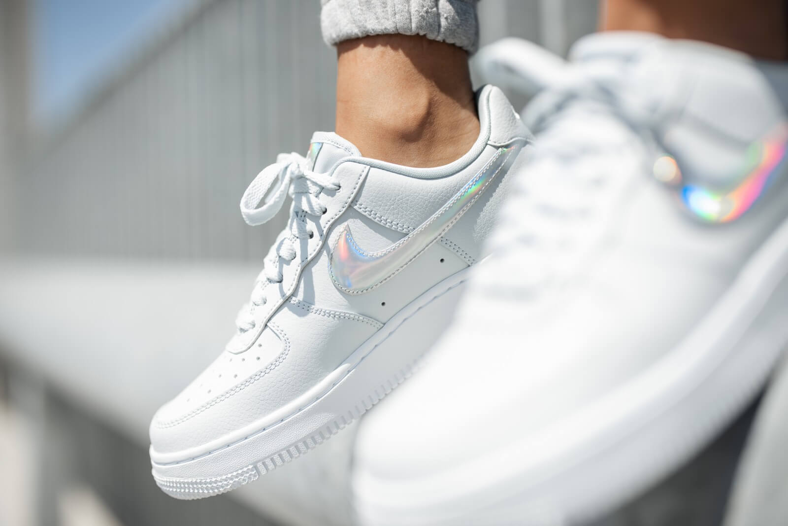 Nike Women's Air Force 1 '07 ESS Irredescent Swoosh Aura/White