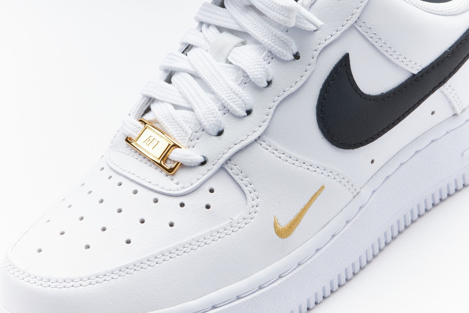 Nike Women's Air Force 1 '07 Essential White / Black