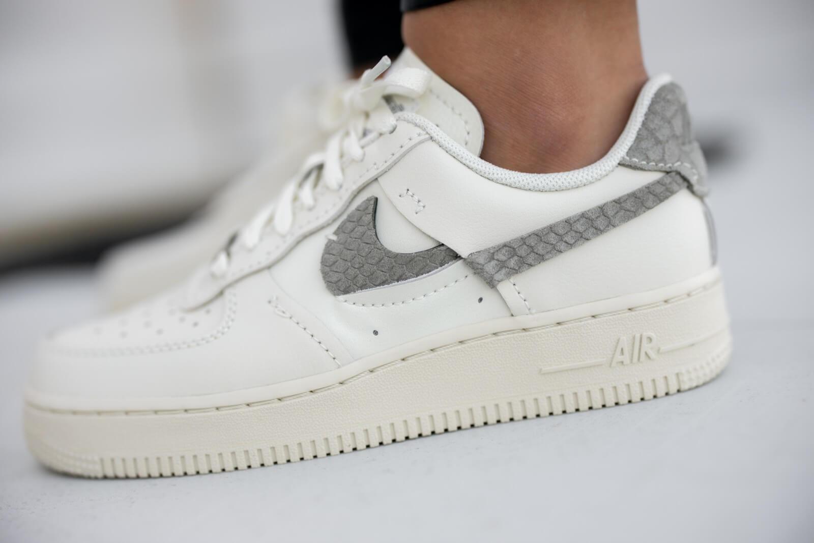 Nike Women's Air Force 1 LXX Sea Glass/Light Army