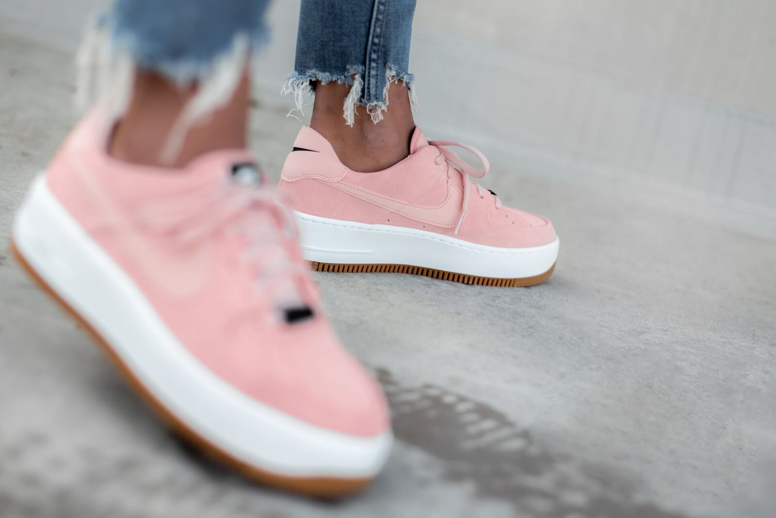 Nike Women's Air Force 1 Sage Low Coral Stardust/Black