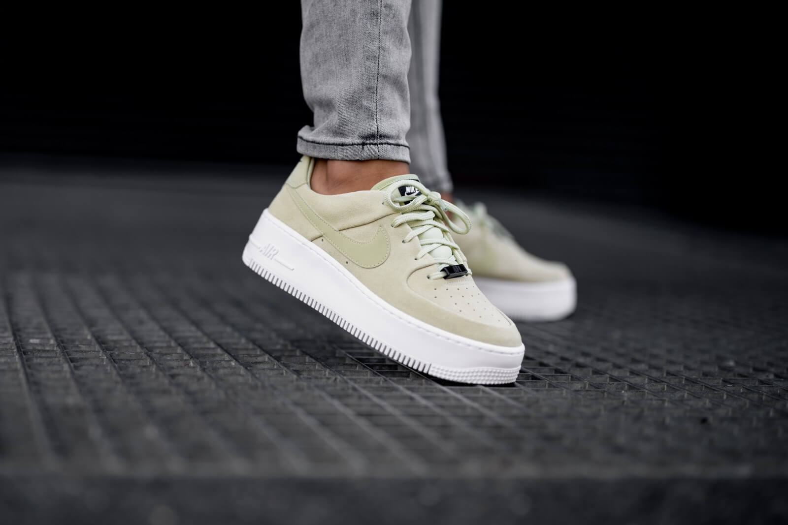 Nike Women's Air Force 1 Sage Low Olive Aura/White-Black