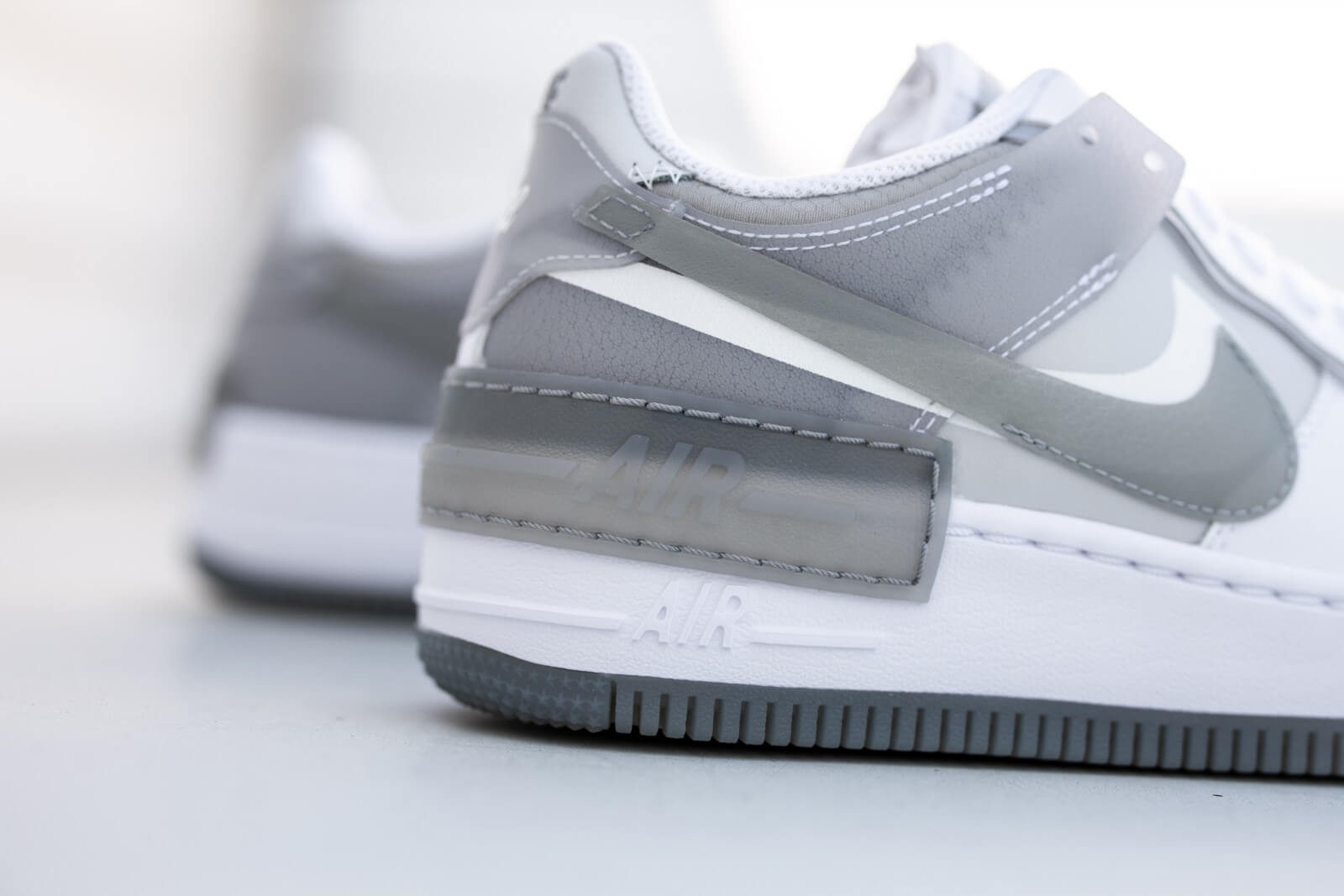 Nike Women S Air Force 1 Shadow White Particle Grey Grey Fog Photon Dust Ck6561 100 Arriving on the scene in october 2019, the women's nike shadow is as fresh as it gets, showcasing premium leather on the shadow displays 2 eyestays, 2 mudguards, 2 back tabs as well as 2 swooshes on each shoe to push the limits while. nike women s air force 1 shadow white particle grey grey fog photon dust