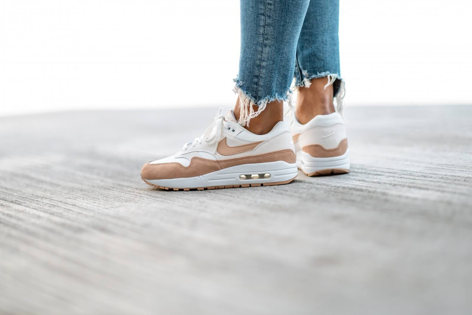 Nike Women's Air Max 1 Summit White/Bio Beige