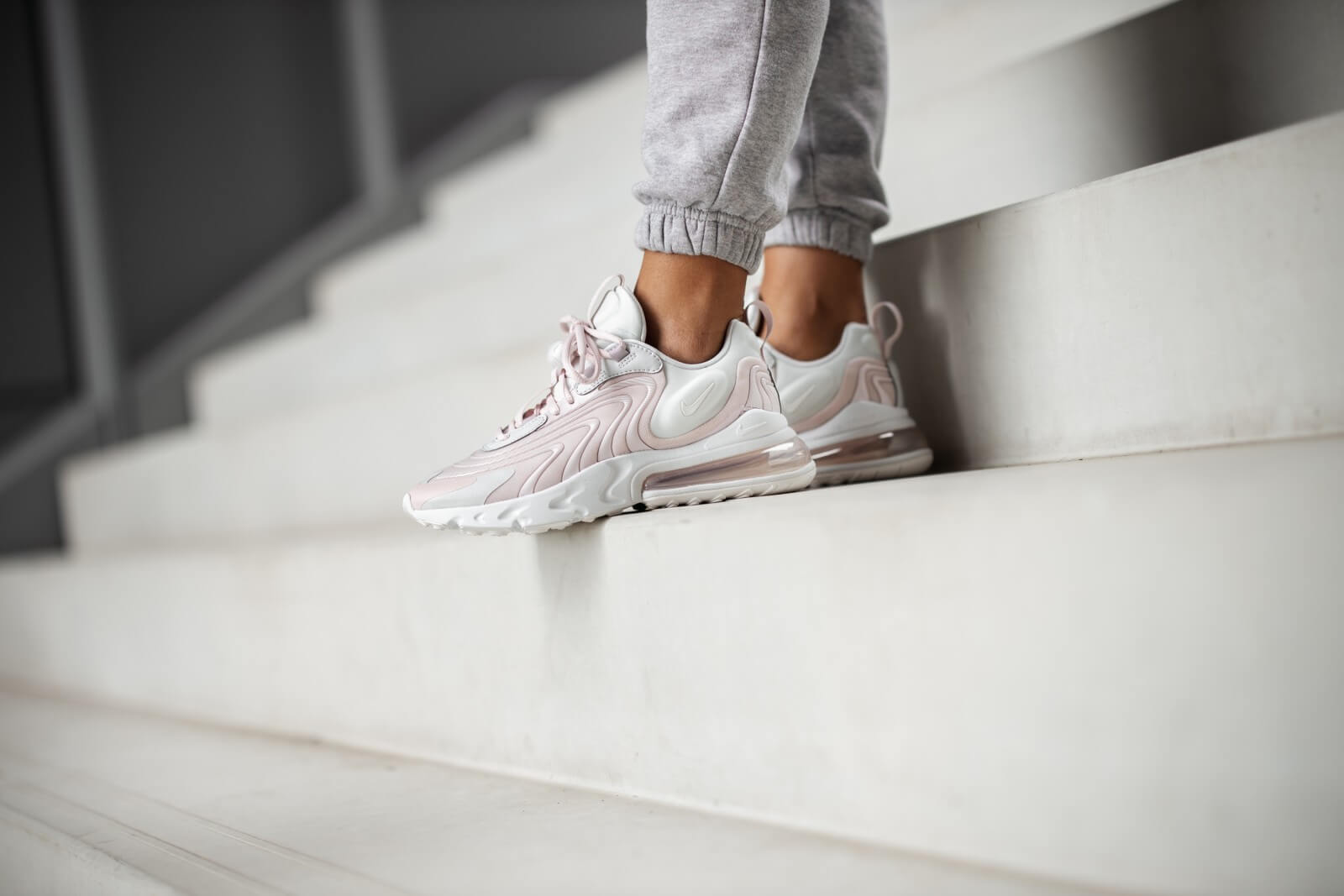 nike air max 270 react rose et blanc