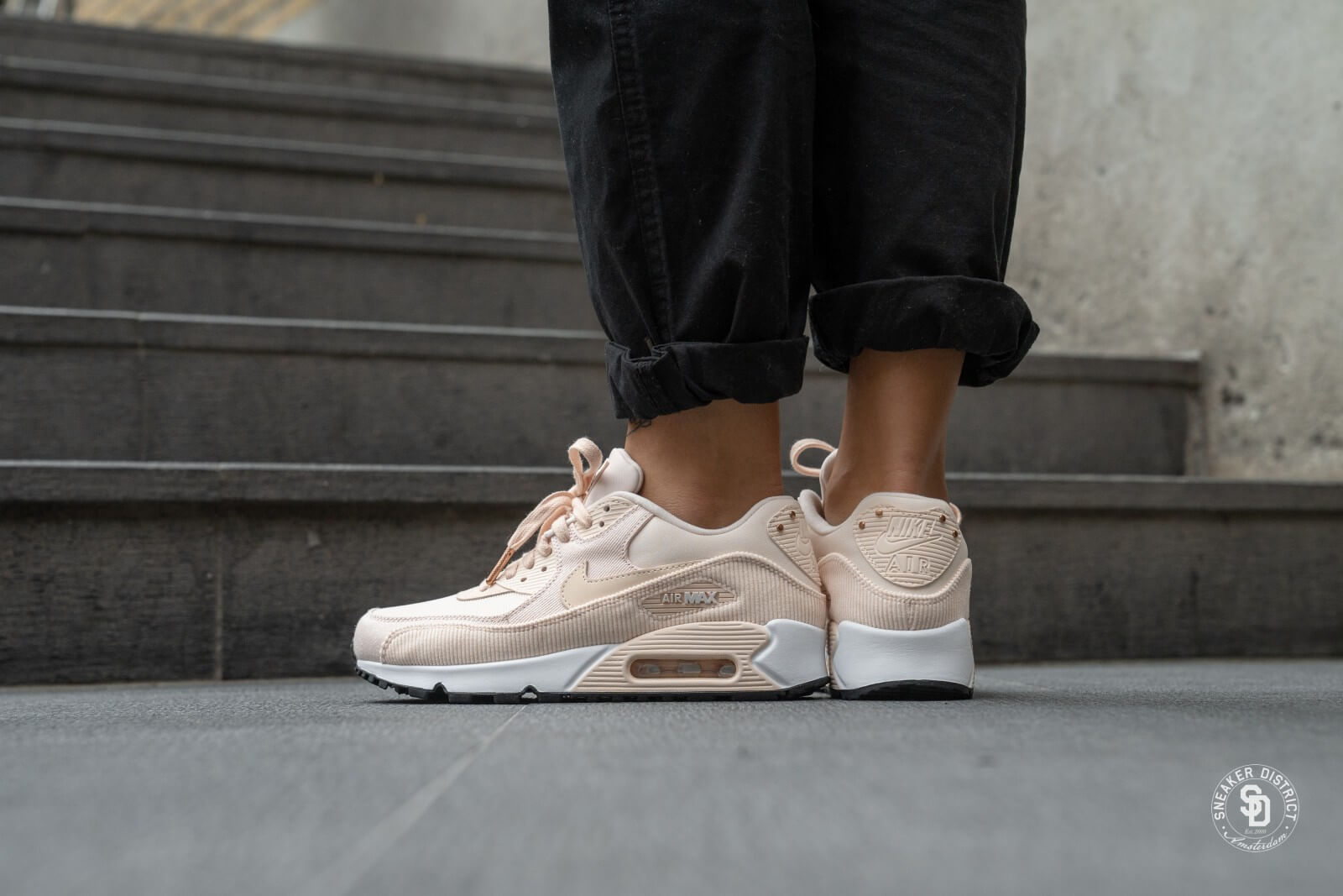 Nike Wmns Air Max 90 Leather | Pink | Sneakers | 921304 800