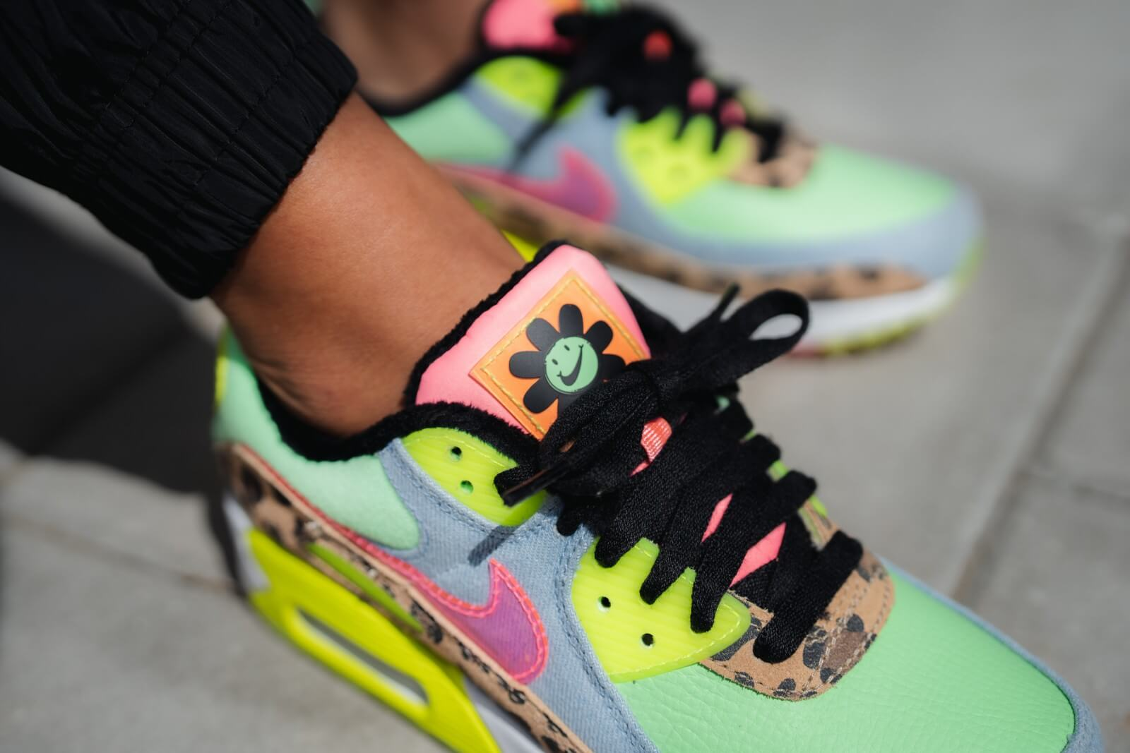 Nike Women's Air Max 90 LX Illusion Green/Sunset Pulse