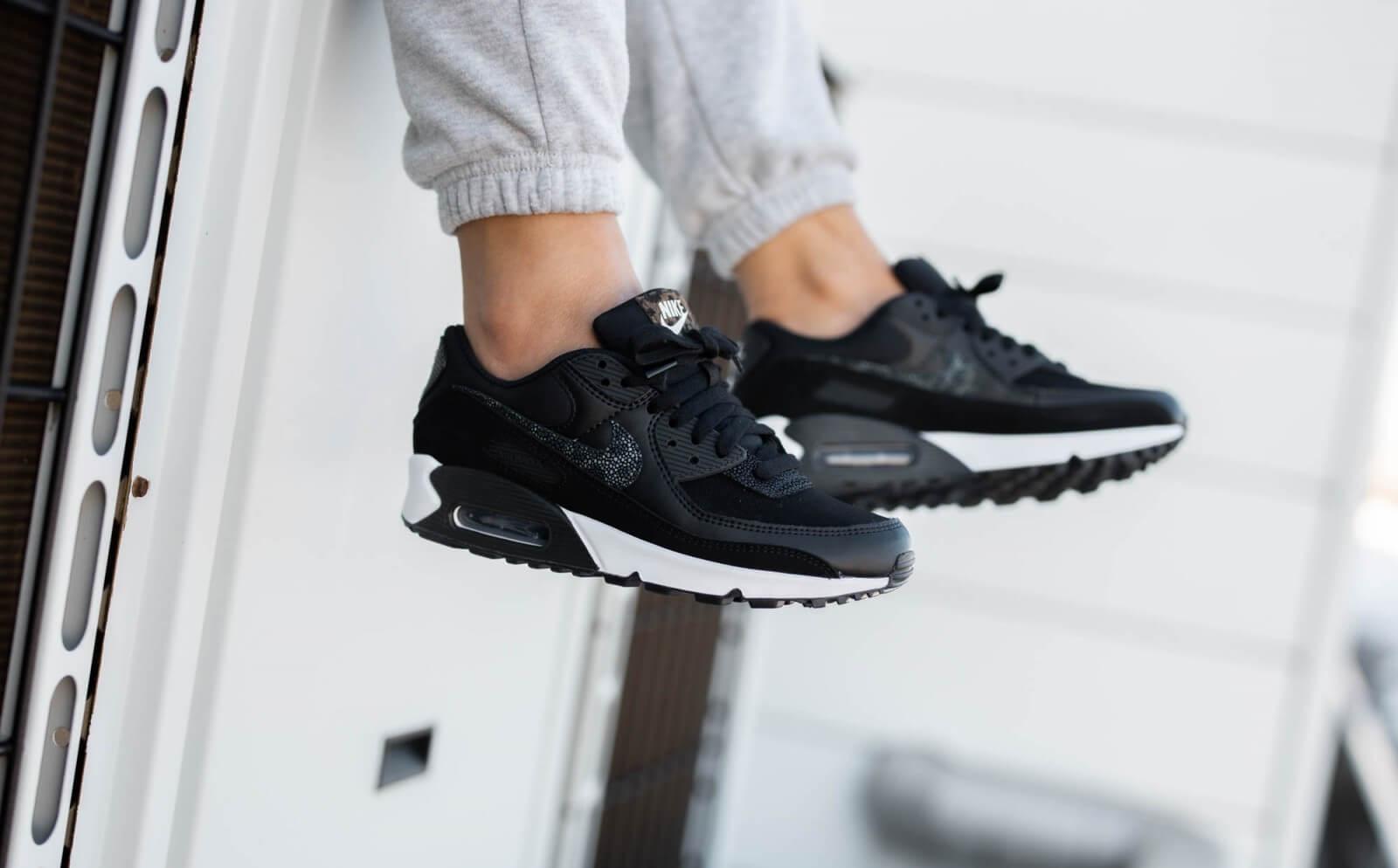 Nike Women's Air Max 90 SE Black/Off Noir-White