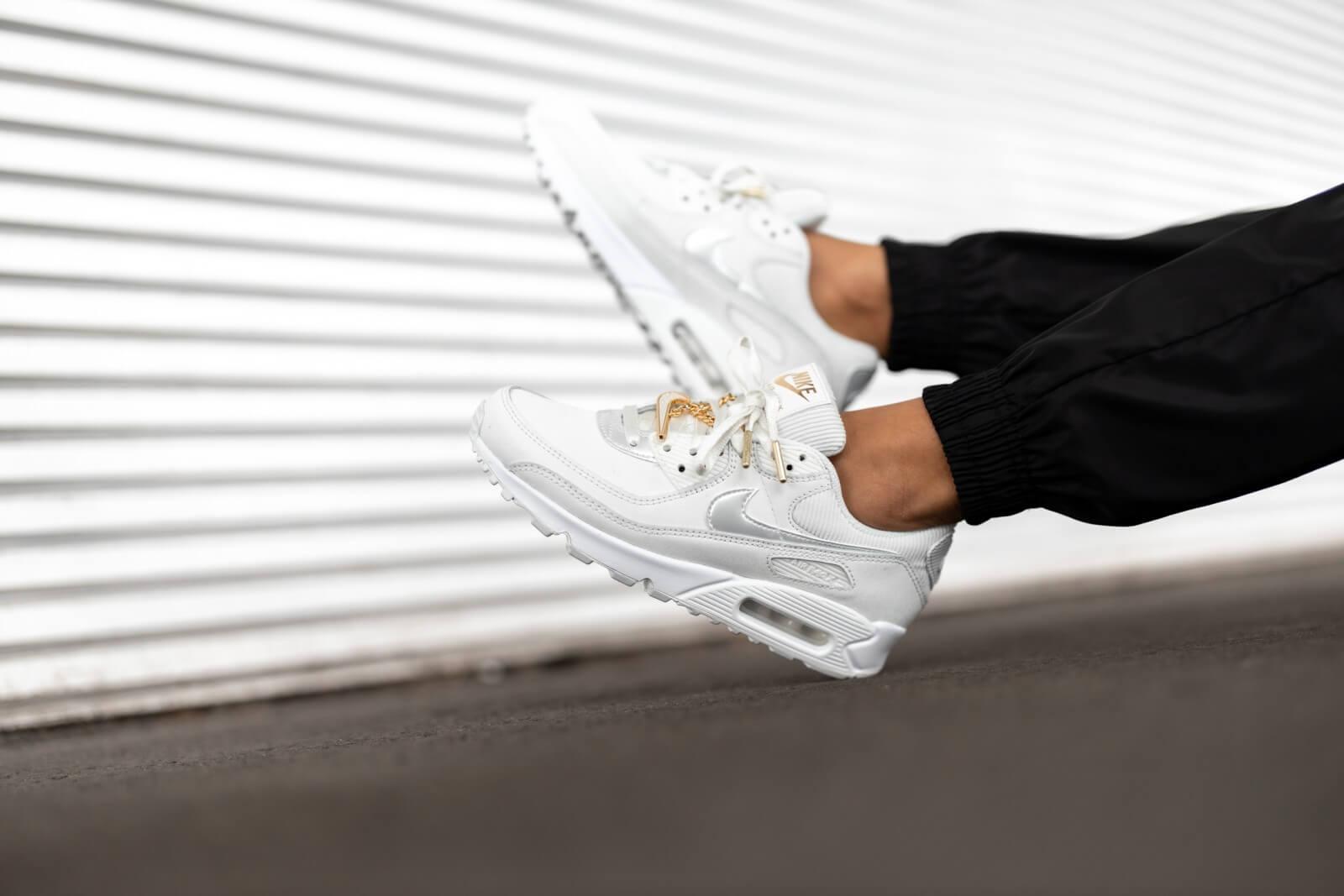 Nike Women's Air Max 90 Summit White/Dark Beetroot-White