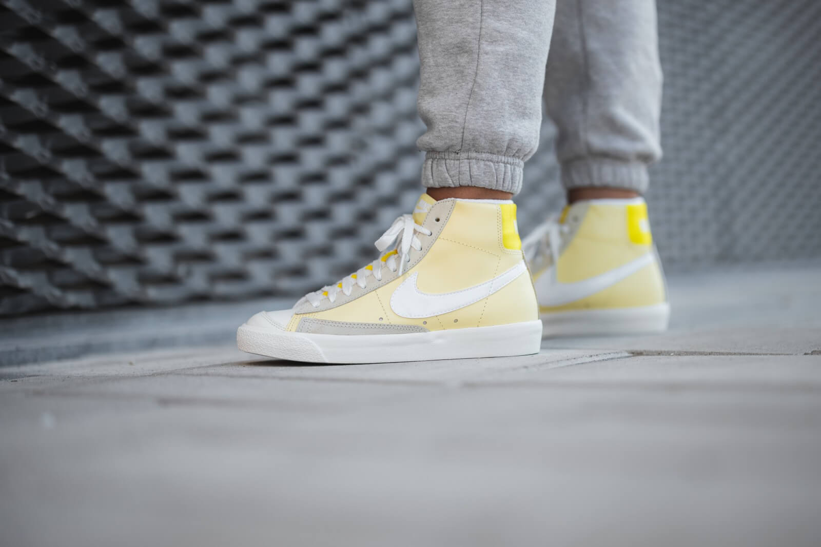 primer ministro Se infla extinción  Nike Women's Blazer Mid '77 Bicycle Yellow/White-Opti Yellow - CZ0363-700