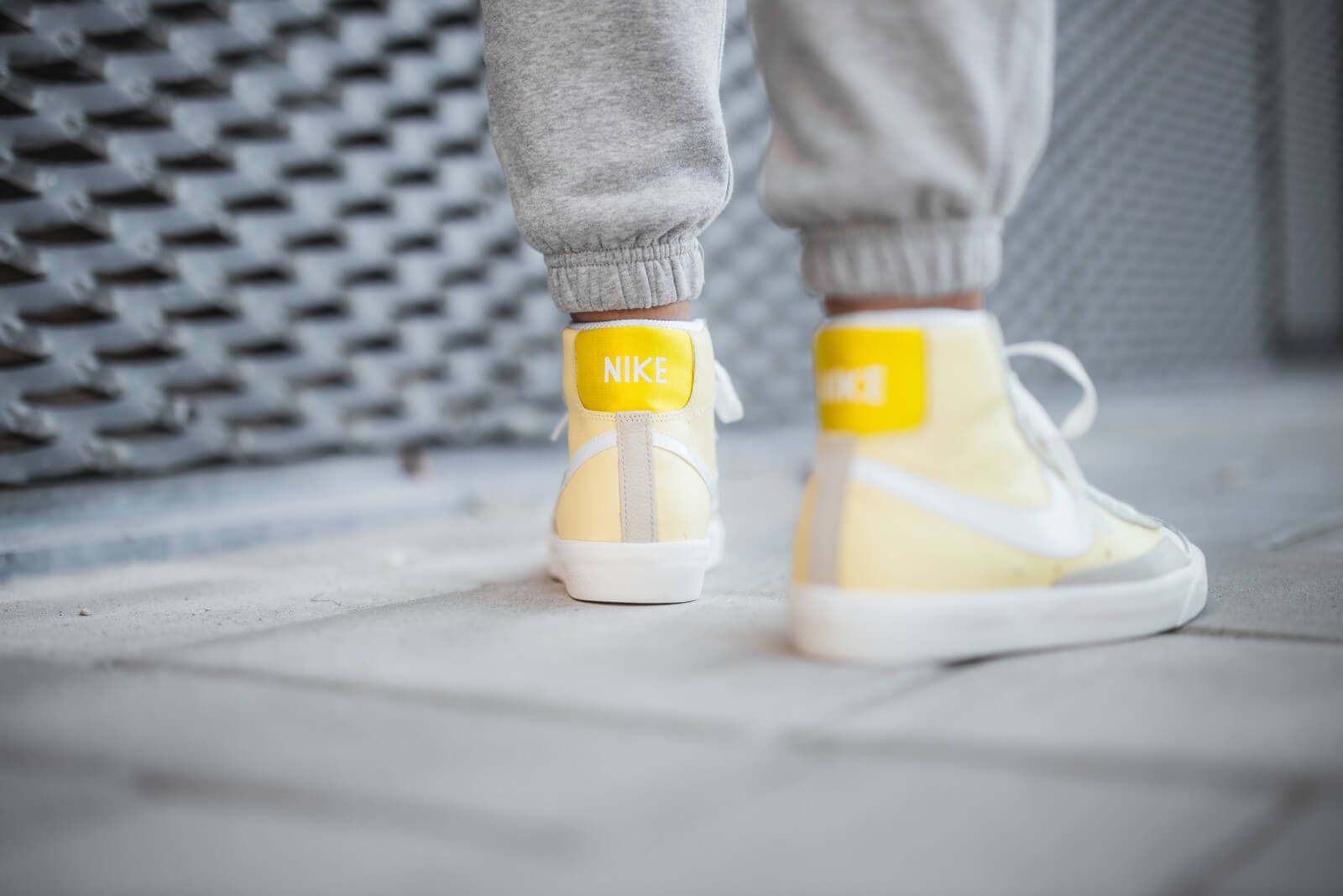 Nike Women's Blazer Mid '77 Bicycle YellowWhite Opti Yellow