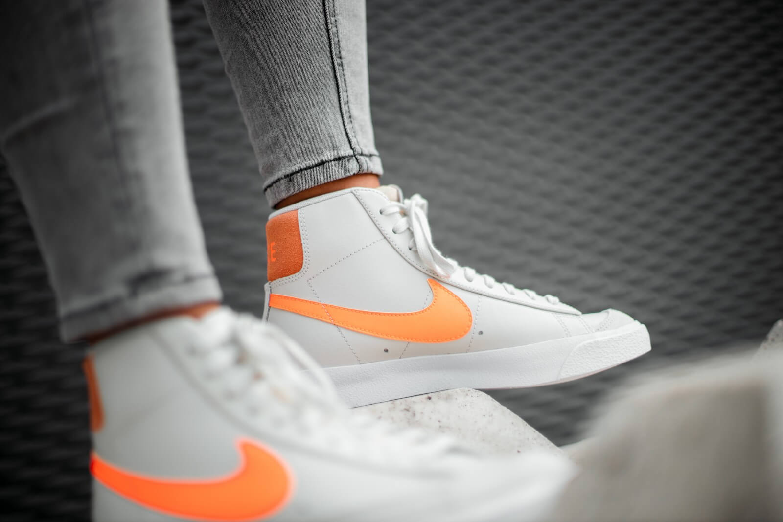 Nike Women's Blazer Mid '77 Light Bone/Total Orange-Orange Trance