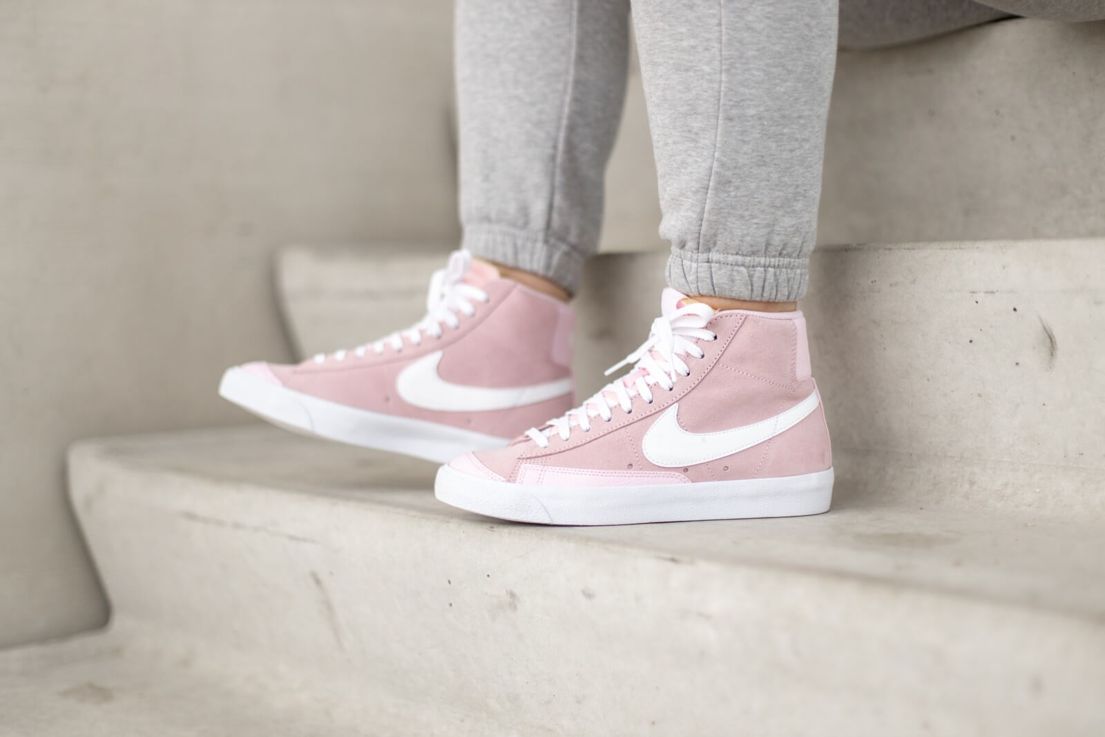 Nike Women's Blazer Mid '77 Vintage Pink Foam/White