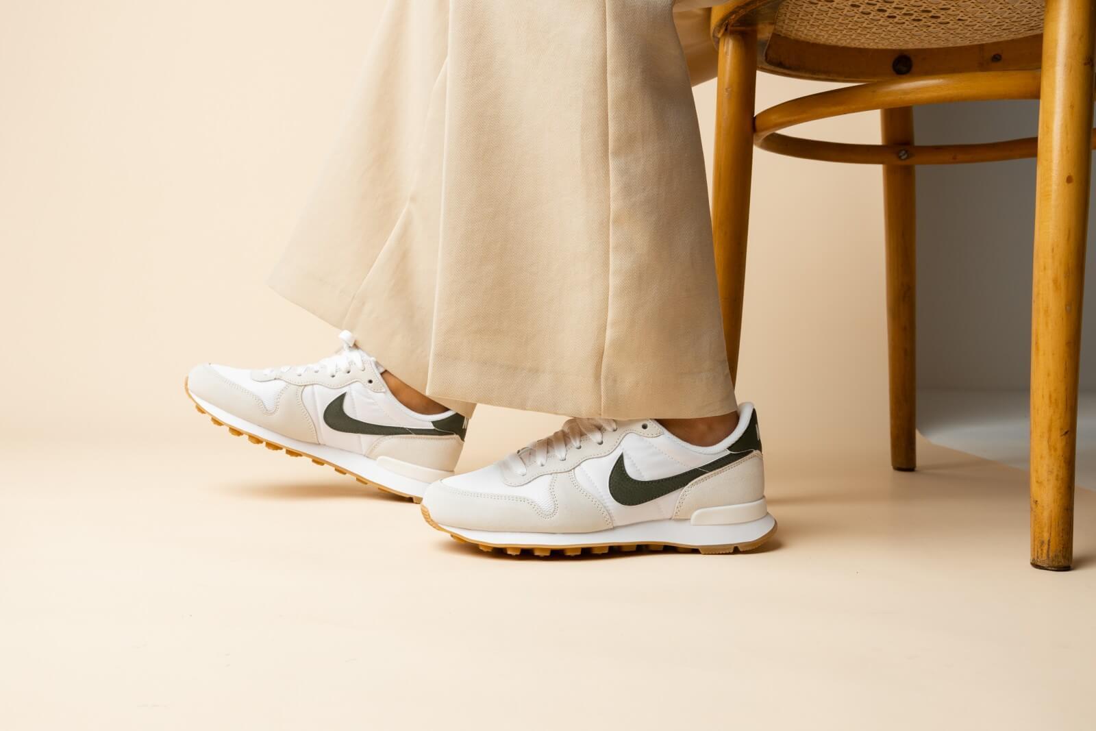 Nike Women's Internationalist White/Rough Green-Summit White
