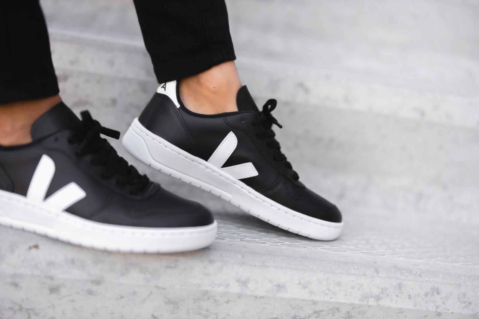 Veja Women's V-10 Leather Black/White